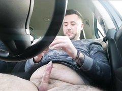 В машине рыжая шлюха с трассы делает домашний минет водителю