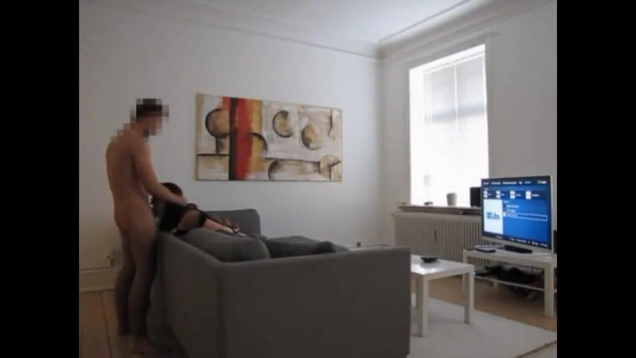Шлюха перед скрытой камерой делает домашний минет и трахается в киску