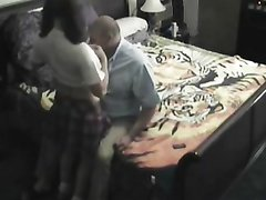 Молодая студентка перед вебкамерой трахается со зрелым толстяком, который во время секса предпочитает валяться на спине