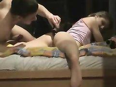 Немецкая пара снимает домашнее порно, жена настроила оборудование и не жалеет сил для позы наездница