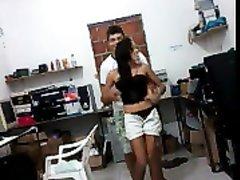 Любительское порно влюблённой бразильской пары, сладкая смуглянка быстро очаровала страстного латиноса