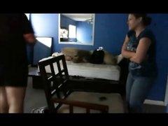 Упитанная пара любовников трахается перед записывающей видео скрытой камерой