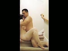 Грудастая испанка с озабоченным китайцем в межрассовом порно получает удовольствие