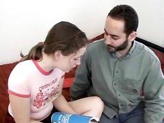 Бородатый преподаватель в домашнем порно лижет волосатую щель молодой студентке и трахает её