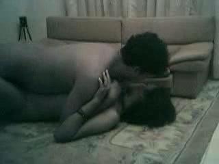 Азиатское любительское порно грудастой брюнеткой на полу со скрытой камеры