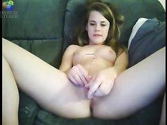 Британская студентка показывает любительскую мастурбацию с секс игрушкой