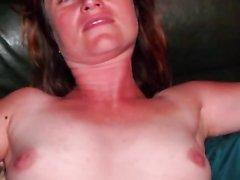 Потаскуха в домашнем видео от первого лица сосёт и дрочит член до спермы