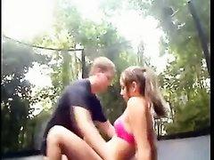 Любительское порно снято под открытым небом с парочкой, пожелавшей интима