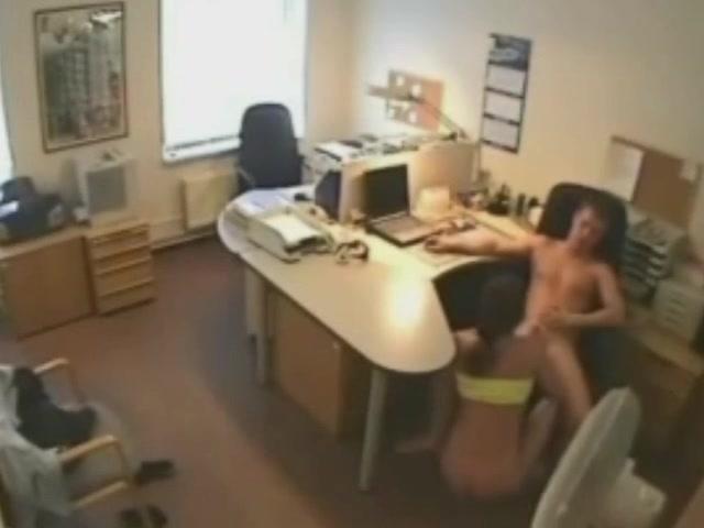 sekretarshi-porno-video-skritoy-kameri