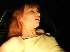 Чужая жена с бритой киской трахается на камеру приятеля для домашнего видео