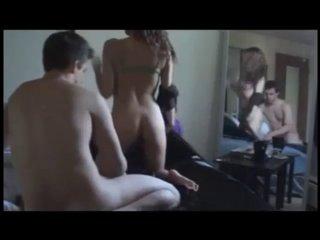 У молодой пары для домашнего секса всегда найдётся кучу свободного времени