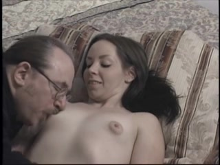 Студентка с маленькими сиськами в любительском порно со зрелым профессором