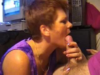 Домашнее видео с потрясающим минетом и окончанием в рот зрелой проститутке