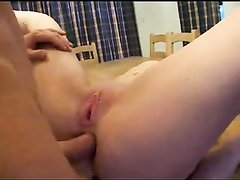 Ловелас в анальном порно лижет киску и трахнув попу кончает на смазливое лицо