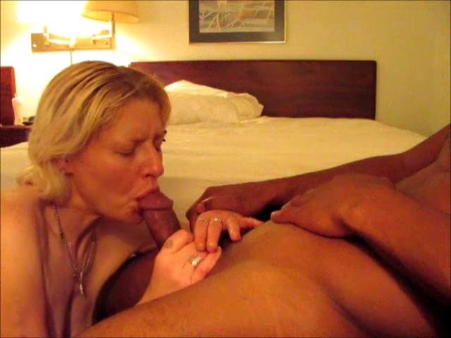 Зрелой блондинке понравилось любительское порно с сосанием негритянского члена