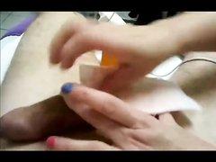 Добрая женщина в видео от первого лица приводит член партнёра в порядок