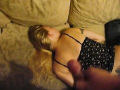 В любительском порно сосед дрочит член с окончанием на спящую блондинку