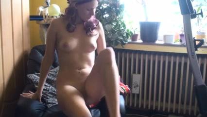 Аппетитная немка в порно мастурбирует ненасытную киску до сквиртинга