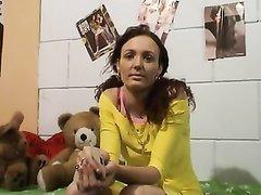 Крепкий орешек в домашнем видео привёл с улицы незнакомку для куни и интима