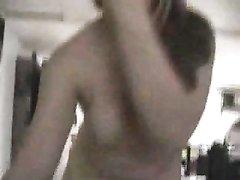 Горничная из видео став любовницей хозяина сосёт член и просит вылизать киску