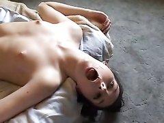 Влажная проститутка стонет от группового любительского секса с умелыми клиентами