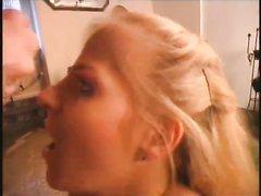 Жена в присутствии мужа снимается в домашнем видео с опытным партнёром