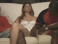 Негры в групповом видео лижут киску и трахают белую любовницу с окончанием внутрь
