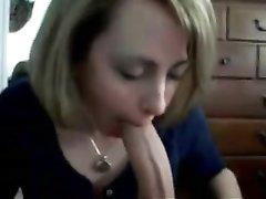 Француженка в любительском видео от первого лица отсосала огромный член