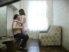 Скрытая камера снимает интенсивное видео со зрелым мужиком и молодой любовницей