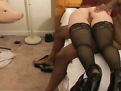 Белая проститутка в чулках обожает любительский секс с активным негром