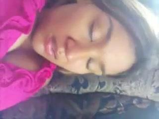 Красотка в анальном видео от первого лица крупным планом трахается в попу