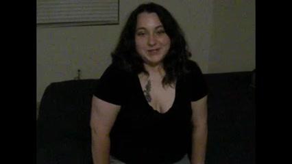 Негр в любительском видео на кровати самоуверенно трахает белую толстуху